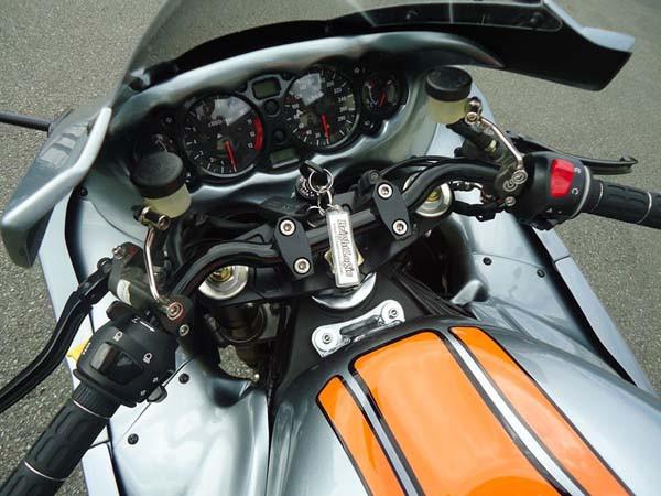 GSX1300R 隼 '05 グレー2.jpg