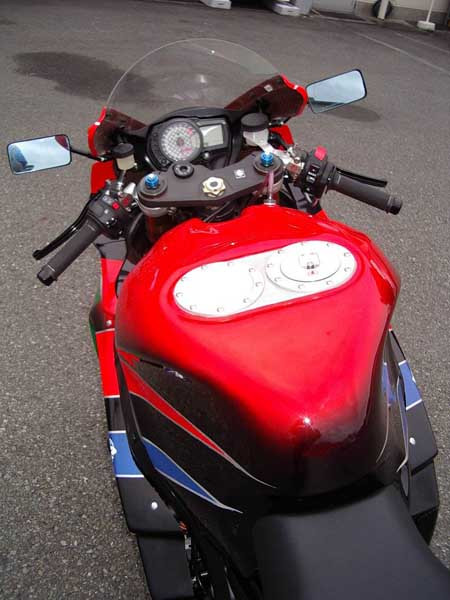 GSX-R1000 K7 7.JPG