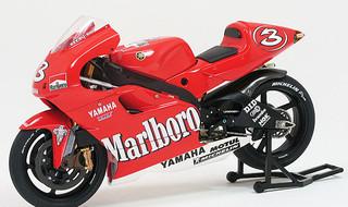 ファクトリーヤマハ YZR500 '01.JPG