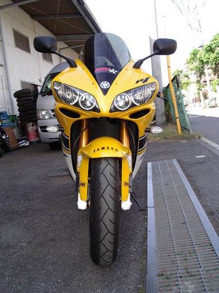 YAMAHA R1 '06 6.JPG