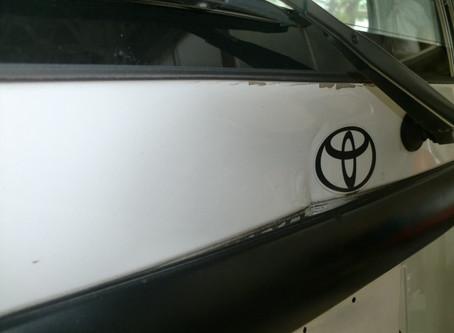 トヨタ タウンエース  バックドアの凹み修理