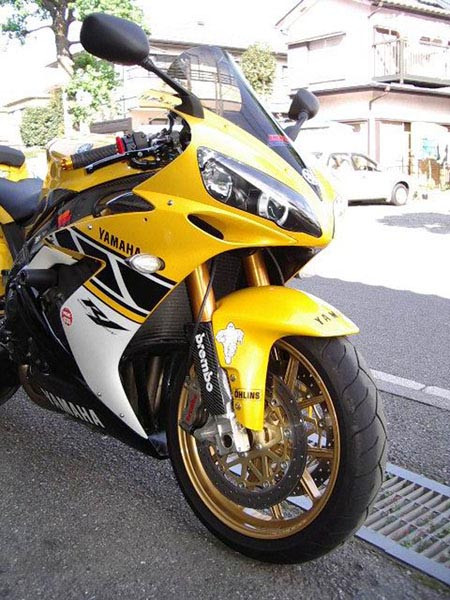YAMAHA R1 '06 7.JPG