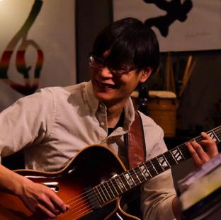 ギタリスト  橘 隆司_edited.png