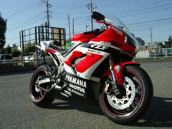 YAMAHA R1 '06 3.JPG