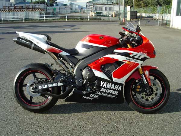 YAMAHA R1 '06.JPG