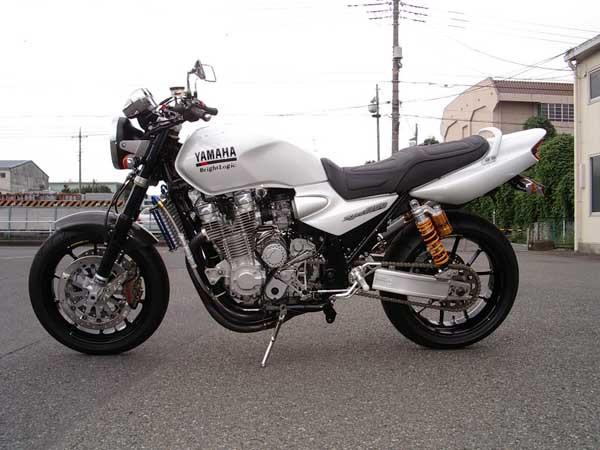 YAMAHA XJR1300.JPG