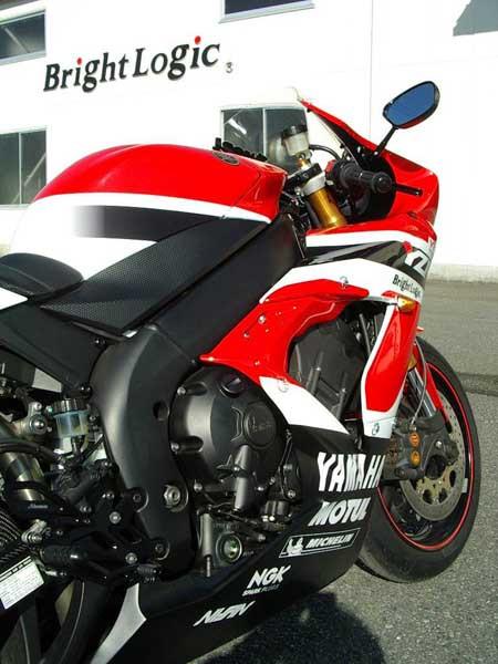 YAMAHA R1 '06 12.JPG
