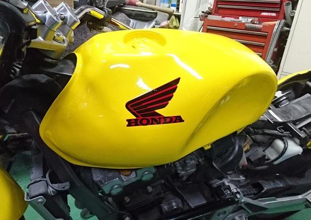 バイクのワンオフフューエルタンク。