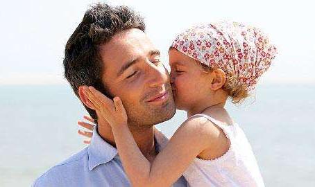 Ένας στους 20 νέους μπαμπάδες εμφανίζει μεταγεννητική κατάθλιψη και η κόρη του κινδυνεύει επίσης στη