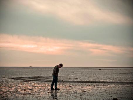 Η μοναξιά είναι μεγαλύτερη στους 25άρηδες και μικρότερη στους 60άρηδες