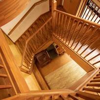 木造りの階段.jpg