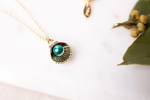 Green pearl clam necklace