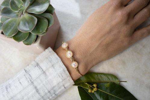 Pearl iridescent adjustable bracelet BC12