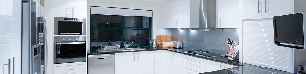 modern-kitchen-in-luxury-mansion-P7Z4GZ5