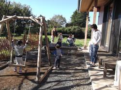 65008-7 縁側の前の遊具で遊べる庭&BBQスペース