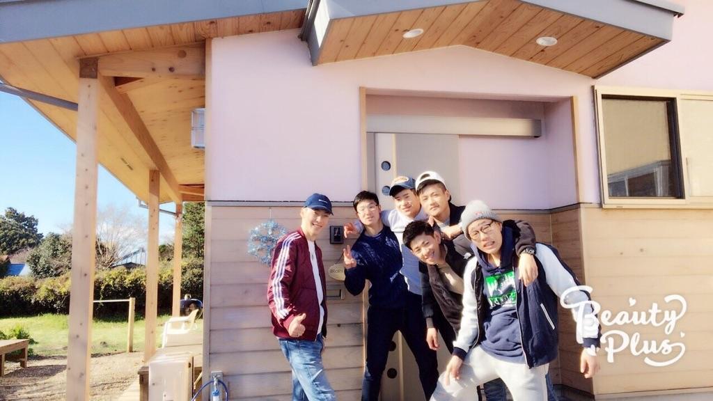 65008-6 平屋建てで桜色の塗り壁が目印です
