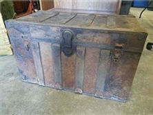 antique trunk.jpg