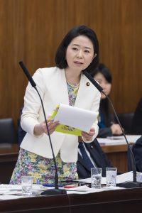12月5日参議院厚生労働委員会で質問させていただきました。