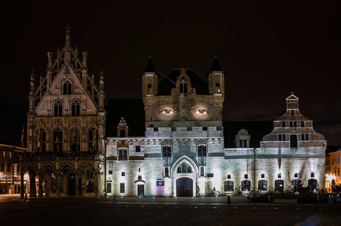 Krysztof Wodiczko, video projection on the facade of the city town hall