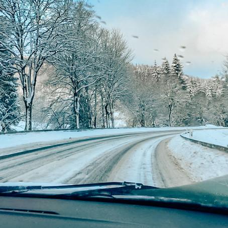 Met de auto op wintersport. Hier moet je aan denken!