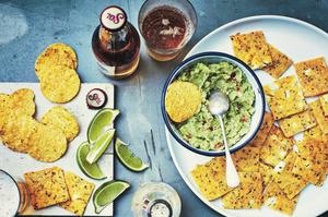 recept-gegratineerde-nachos-en-guacamole