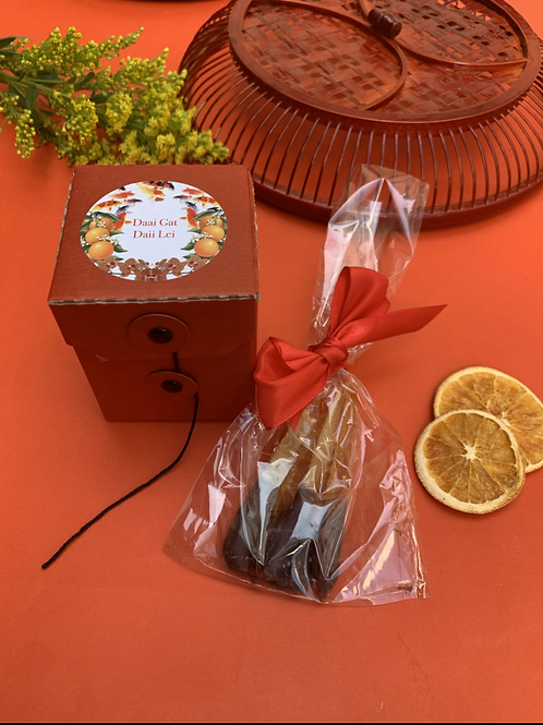 Rhum-candied oranges dipped in chocolate