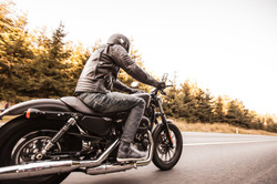 motorcycle_riding_position_2000x