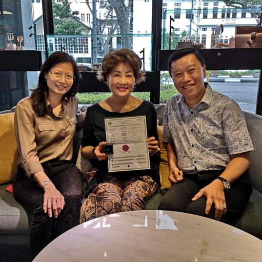 Caratell's Achillea Teng, Mdm Ng, winner of the 0.42ct diamond, and Michael Koh