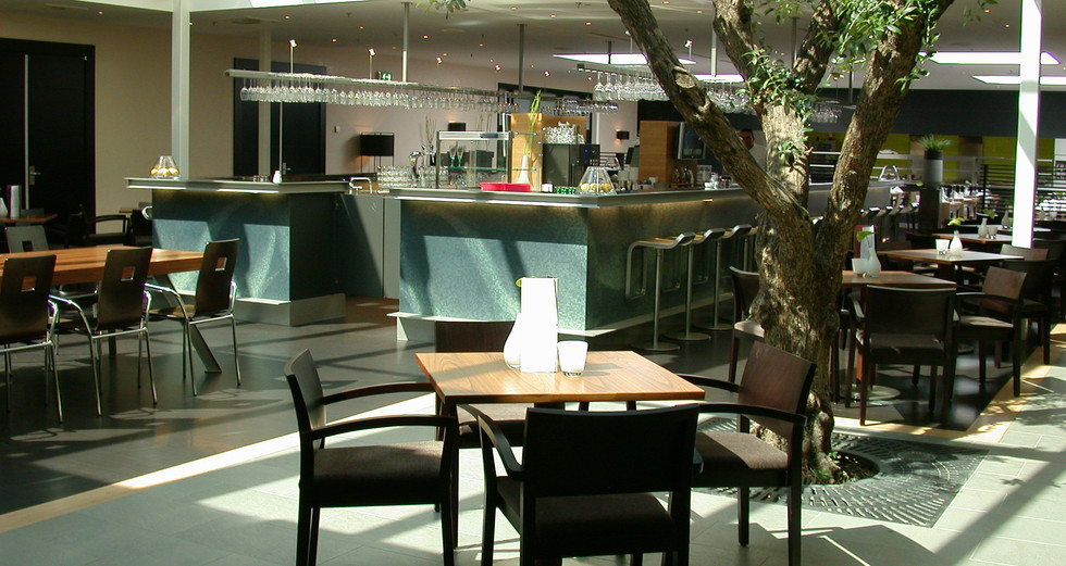 Hotel Bar 01.JPG