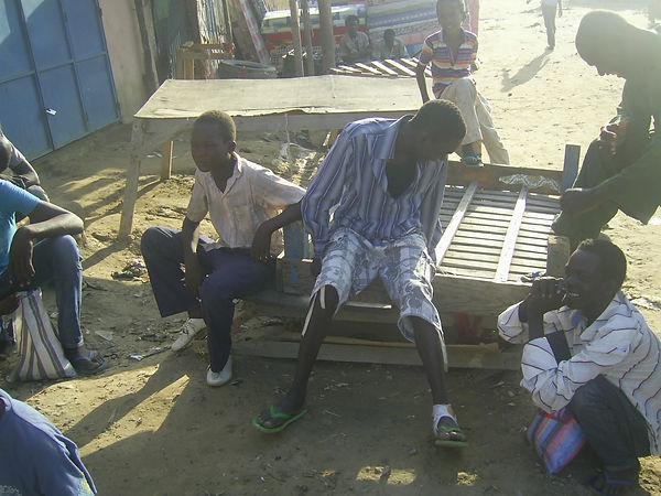 Evangélisation auprès des enfants de la rue sur le marché de Dembé