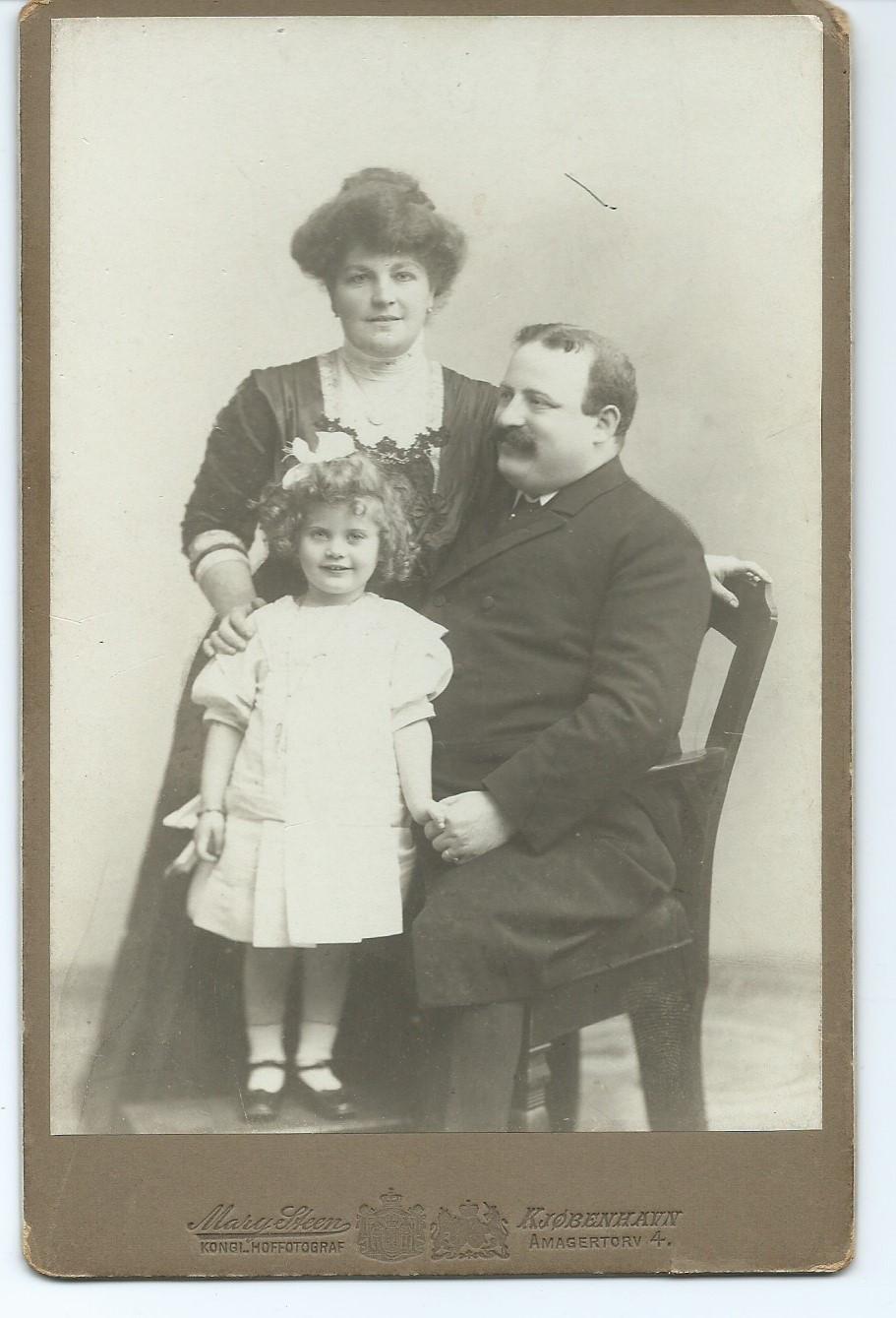 Irma Hertz med manden Edmund og datteren Helene