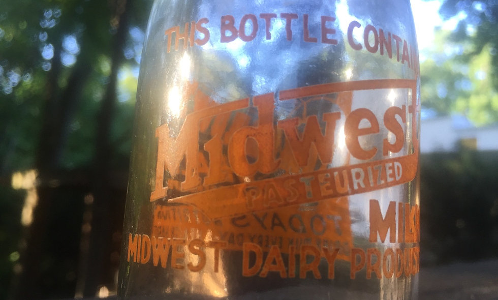 Vintage 1940's half pint Midwest dairy bottle
