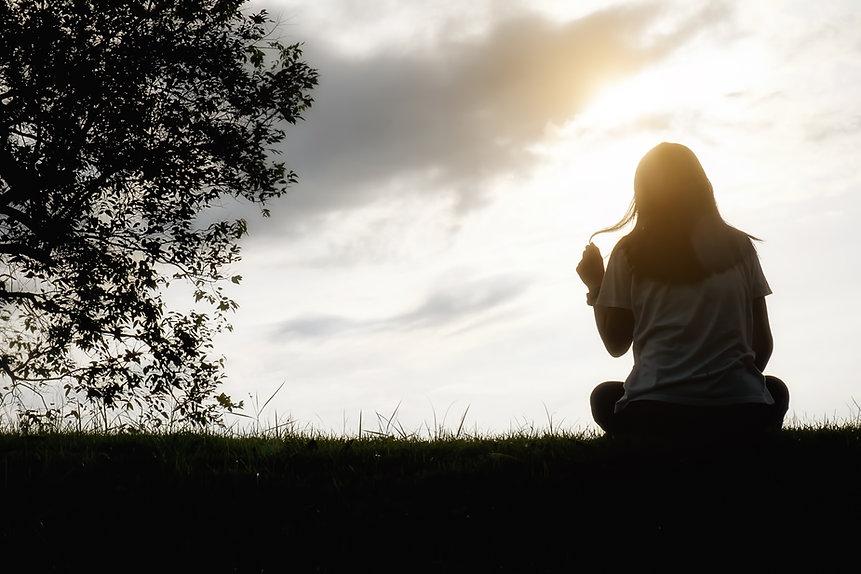 solitude-copy-women-sorrow-casual-lonely