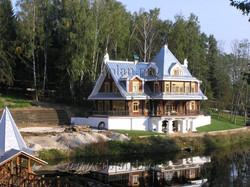 гостевой-дом-вид-от-пруда