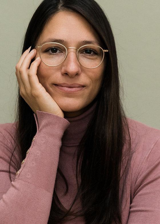 Elif Portrait, Hand an Gesicht, Elif gan