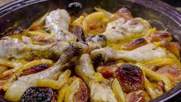 Tajine with chicken and apricot