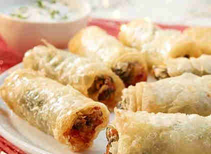 Feta rolls with mint sauce