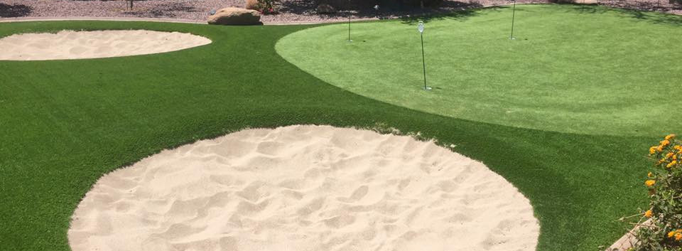 PUTTING GREEN WITH BUNKERS