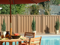 trex-seclusions-saddle-fence-in-backyard