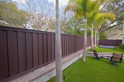 backyard-fence-by-trex.jpg