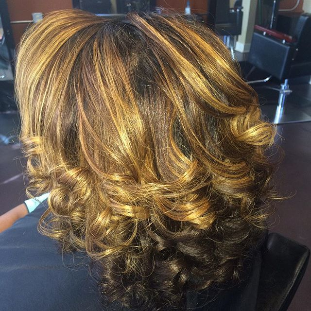 Curls and color for our natural beauty! #healthyhair #haircare #naturalhair #color #curls #innerbeau