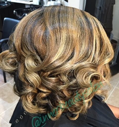 We are crushing on our Blonde Bombshell! #modernsalon #behindthechair #hypehair #voiceofhair #natura