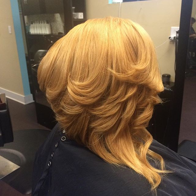 I'm cutting up again 😜💇 Who's next__ #boblife #precisioncut #layers #cut #blonde #quickweave #inne