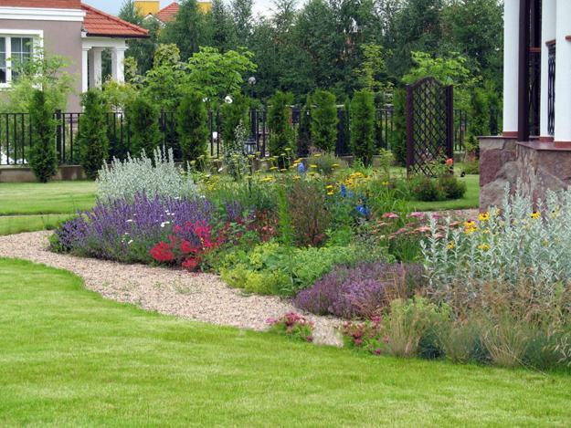 natural-garden-designs-backyard-landscaping-ideas-22