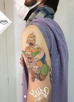 Tatouage couleurs les Simpson