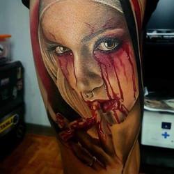 Tatouage horreur nonne en sang