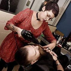 Thai, coiffeuse barbière