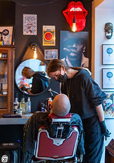 Manon, coiffeuse homme et barbière