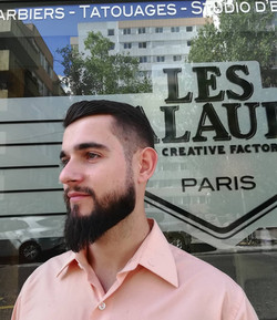Coupe de cheveux et taille de barbe par