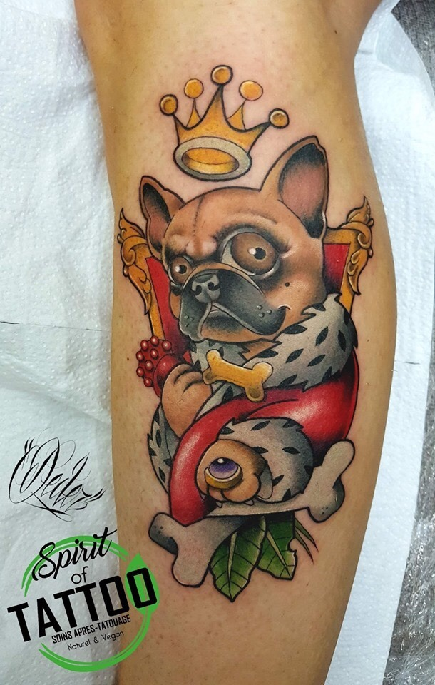 Tatouage New school bulldog roi
